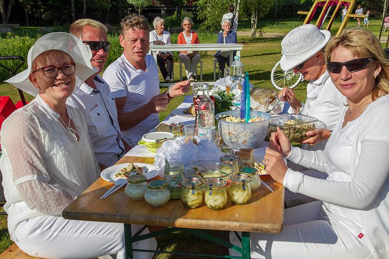 Flickschupark Burg, Picknick in Weiß mit den Artistokraten, Copyright: laview