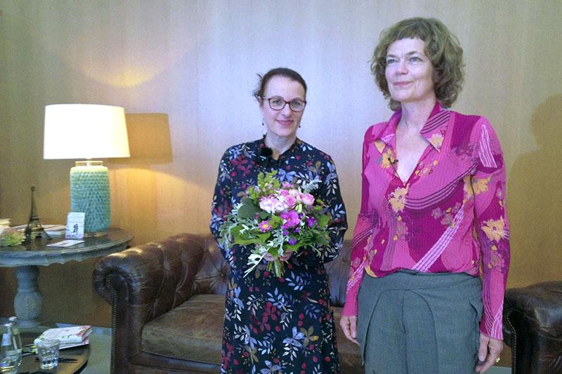 Gärten der Welt, Lesung, links Autorin Elena Eden, rechts Moderation Susanne Yacoub, © laview